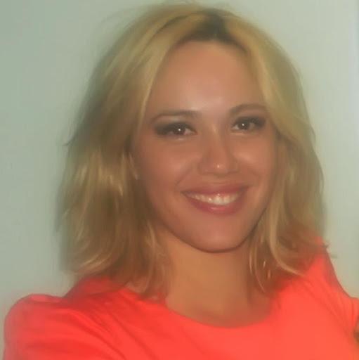 Renata Carneiro Photo 10