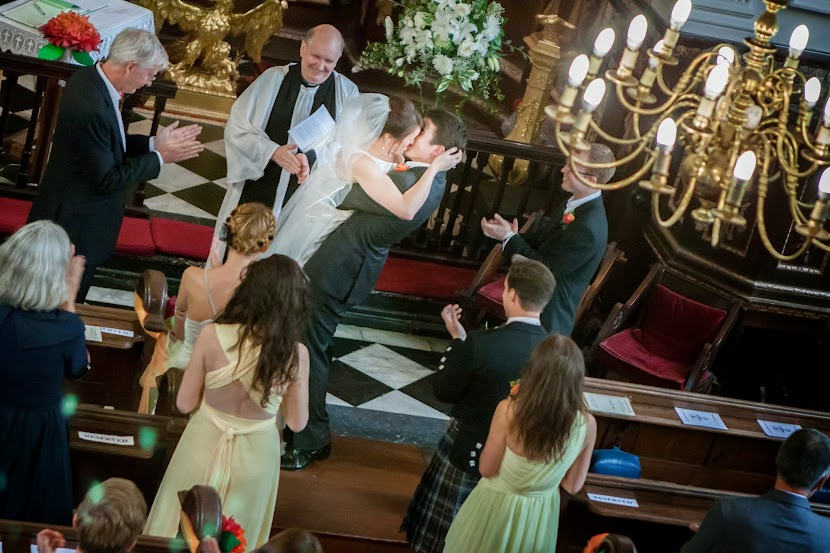 wedding-couple-kissing-in-church