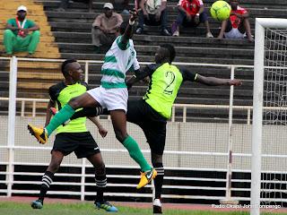 DCMP de la RD Congo (vert-blanc) contre Lydia Ludic de Burundi (vert-noire) le 17/03/2013 au stade des Martyrs à Kinshasa,1-0 : en match aller des seizièmes de finale de la Coupe de la Confédération de la Caf. Radio Okapi/Ph. John Bompengo