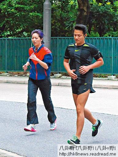 千嬅在老公培訓下愛上跑步,近日除了做 gym,千嬅每天亦 keep住跑步練氣。