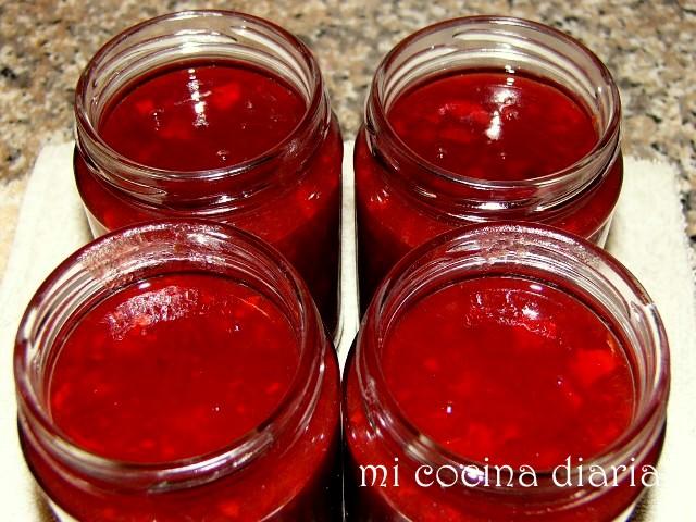 Salsa de ciruelas y pimiento picante (Соус из слив и острого перца)