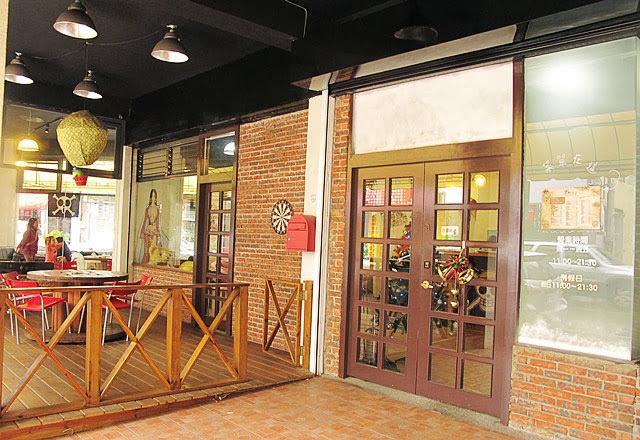 氣派的大門上有耶誕節的氣息-LV5.5 新人類樂園海賊王主題餐廳