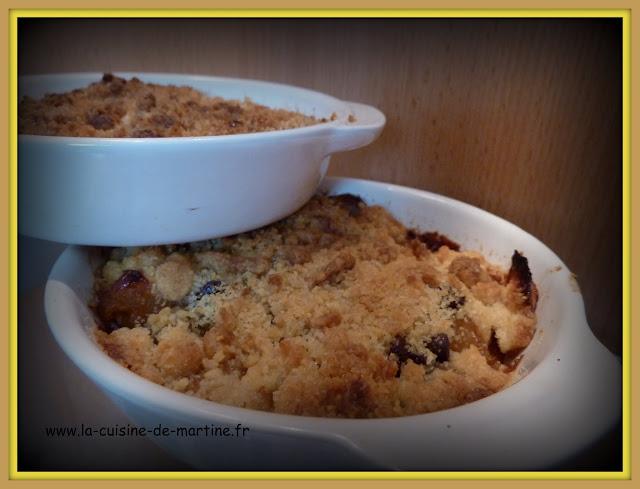 recette crumble aux pommes et p pites de chocolat la cuisine de martine. Black Bedroom Furniture Sets. Home Design Ideas