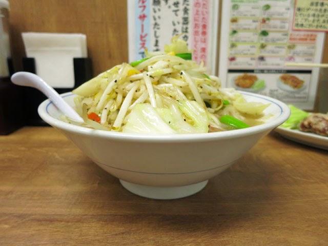 山盛り野菜のトナリのタンメン