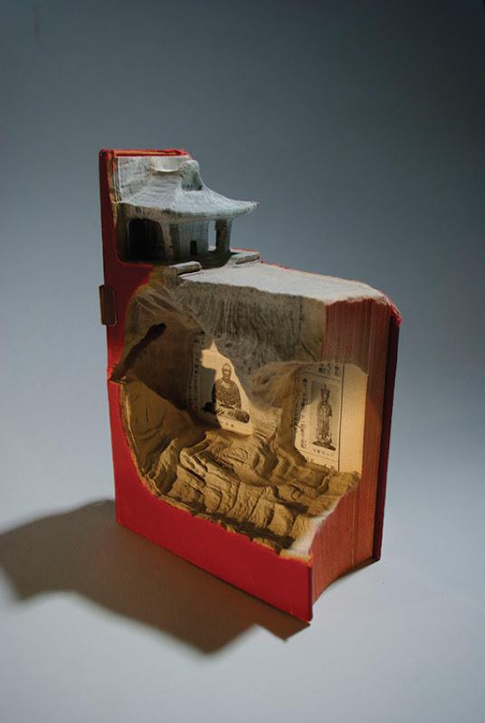 Skulptūros iš senų knygų