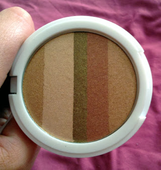 A picture of the product Lily Lolo Shimmer Stripes in Honey Glow