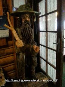 na zdjeciu rzeźba z Masarykowej Chaty