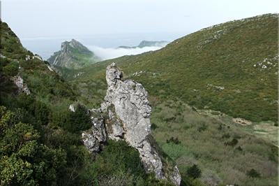 Polje de Cervera, al fondo Castillo de Vallehermosa