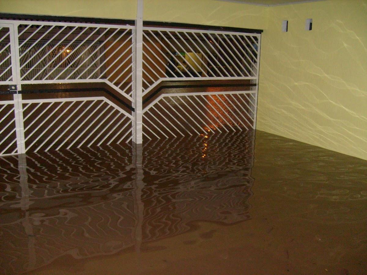 Foto da minha garagem cheia de água de enchente