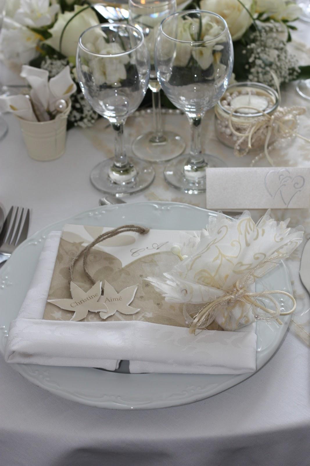 Decoration Table Beige Et Or Et Bougie