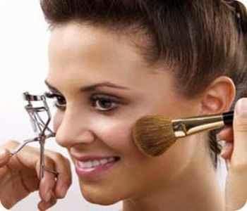 Evitar el maquillaje en exceso en la primera cita