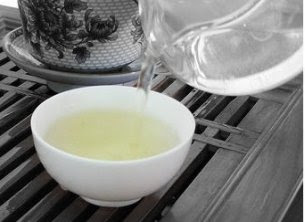 Oolong Tea is similar to the traditional Chinese tea and technically comes in between the black tea and the green tea.