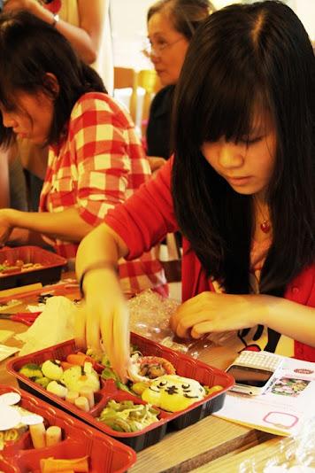 du học sinh làm thêm tại quán ăn