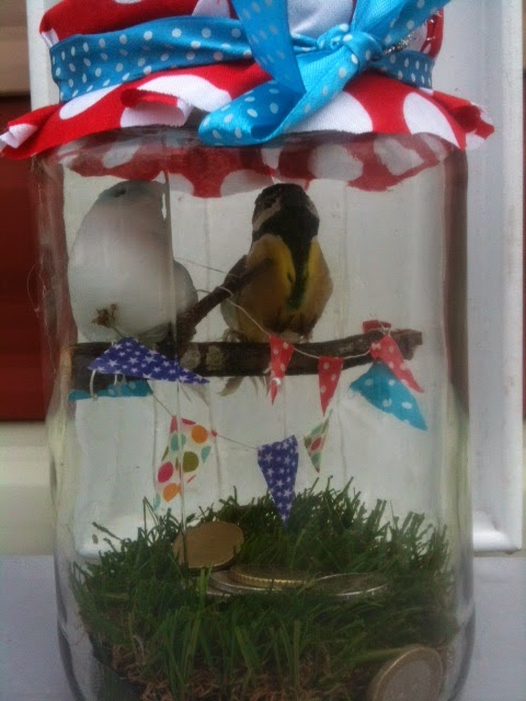 vogeltjes in een glazen pot