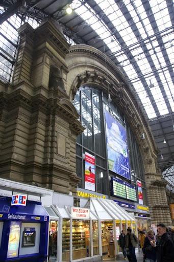 フランクフルト中央駅内の売店