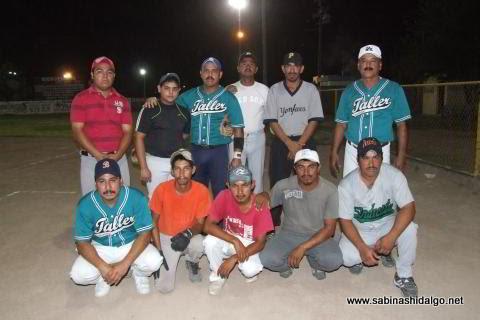 Equipo Taller González en el softbol nocturno