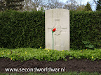 Sergeant R. Caulfield, Coldstream Guards, 1e April 1945, Leeftijd 28, Oosterbegraafplaats Enschede.