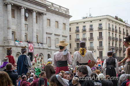belediye ve meclis binası önünde festival kutlamaları, Barselona