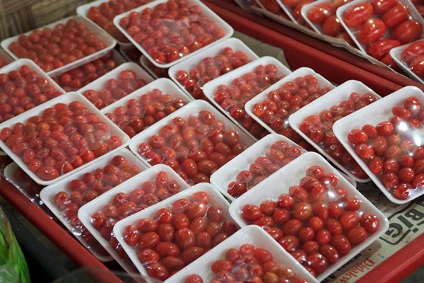 buah tomato segar