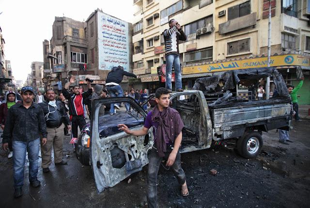 Egyptian Revolution شريف الحكيم 1.28.11burnedcairopolcar