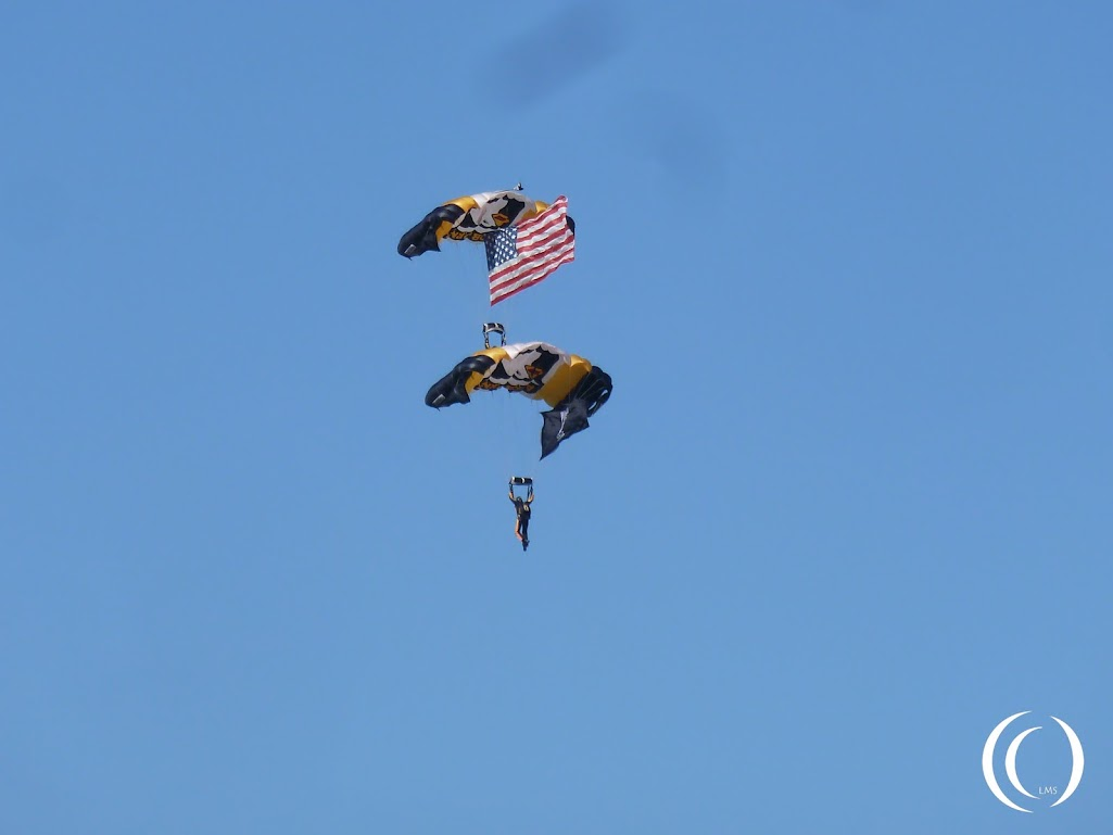 101st Airborne Division Parachute Demonstration Team – Screaming Eagles at Son