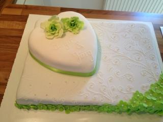 Indiras Sugarcakes: Hochzeitstorte in Grün-Weiß