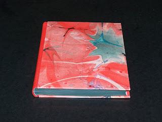 Halblederband mit aufgesetzten Deckeln mit Marmorpapier