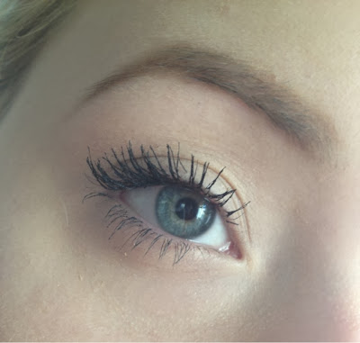 L'OREAL_FALSE_LASH_FLUTTER_MASCARA_BLACK_SWATCH