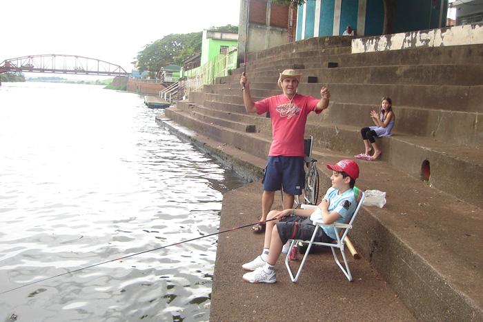 Vitor pesacando em Barra Bonita