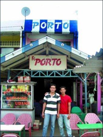 O Café FC Porto, em Banda Aceh, na Indonésia