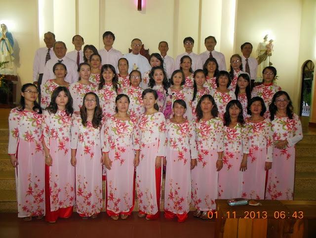 Ca Đoàn Giáo Xứ Bình Cang Mừng Lễ Bổn Mạng Các Thánh Nam Nữ