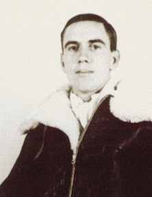 Lloyd Gabriel in zijn vliegenierspak