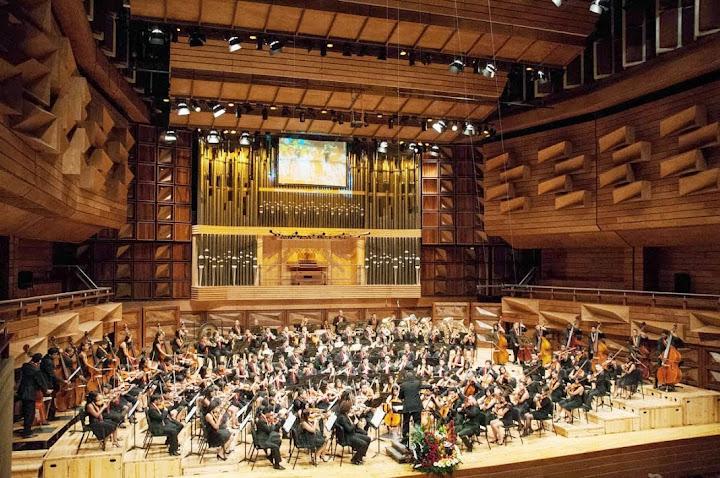 La orquesta regional juvenil de vargas actuó bajo la batuta del maestro doménico lombardo