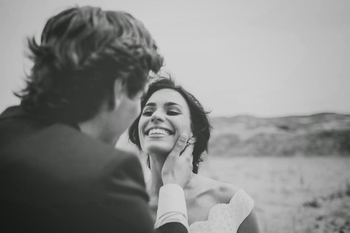 fotógrafos de boda retratan a los novios.