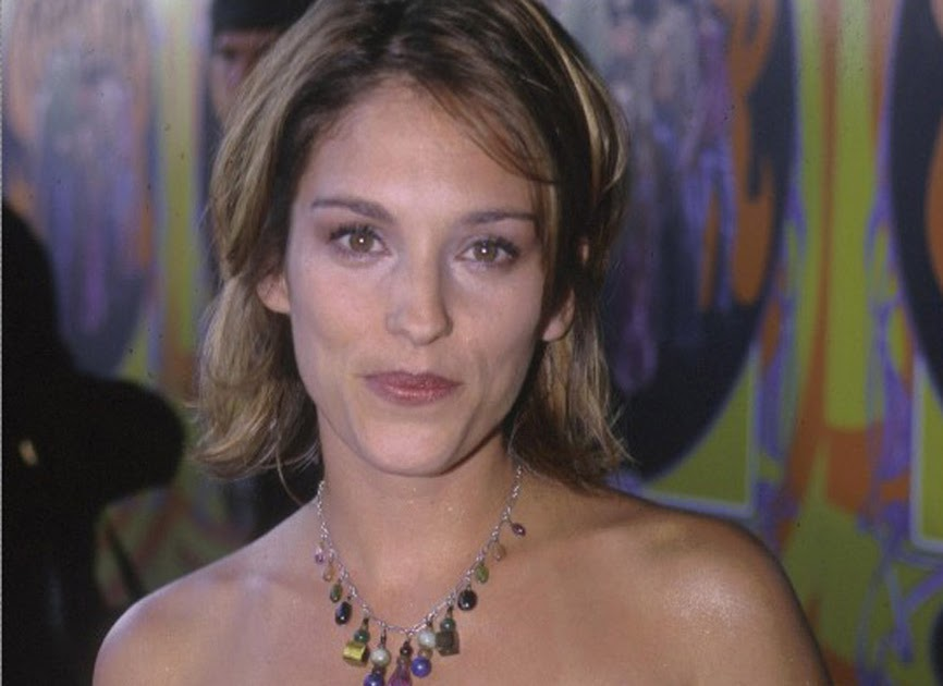 Amy jo johnson nude sex scandal