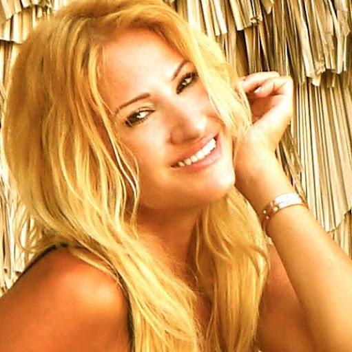 Angelina Tracy Photo 10
