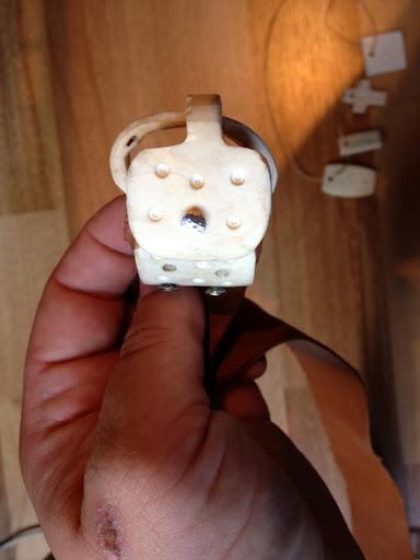 Travail de l'os en général : petits bijoux et objets usuels. IMG_0409