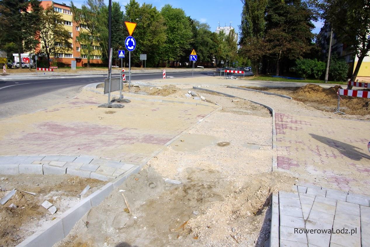 Zachowana jest ciągłość nawierzchni drogi dla rowerów.