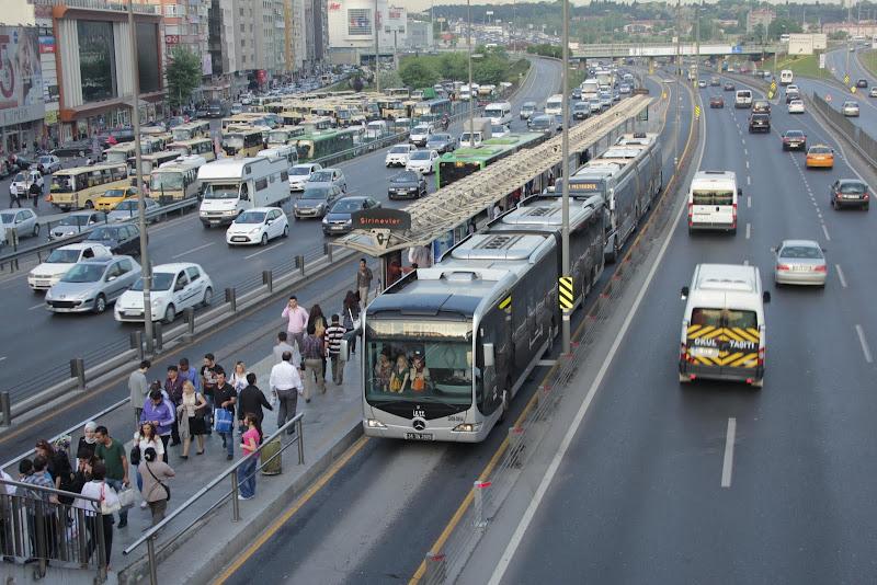 Линия метробуса очень длинная.