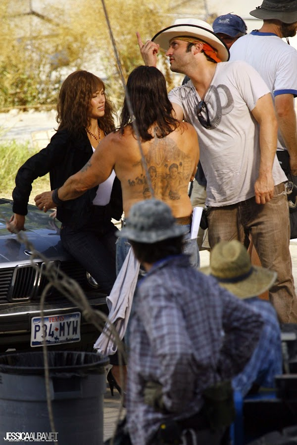 Jessica Alba on Set of Machete:celebrities,bad girl0