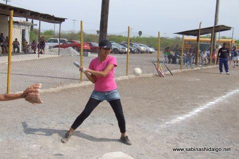 Angélica Limón de Pekes de Bustamante en el softbol femenil del Club Sertoma