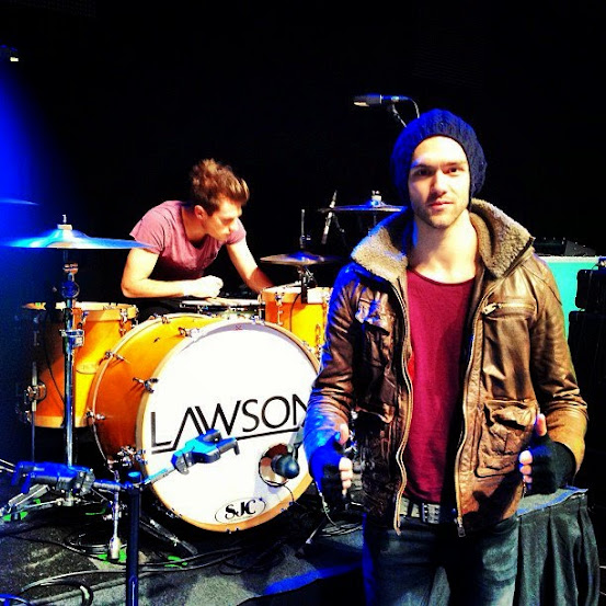 Lawson - Standing in the  spotlight 14527_10151290332329732_741501161_n