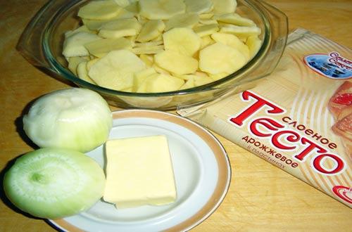 Ингредиенты для  пирога с картошкой из слоеного теста