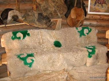 Алтай самобытный в изделиях из меха и кожи коз, овец и разных диких животных