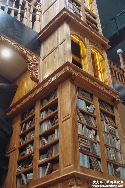 宮原眼科挑高建築,搭配巨大的木櫃