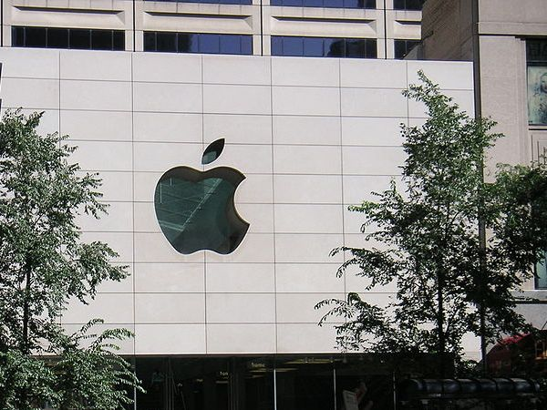Picture: Apple Store Store, Michigan Ave. Chicago by Dweider, WikiMedia Commons