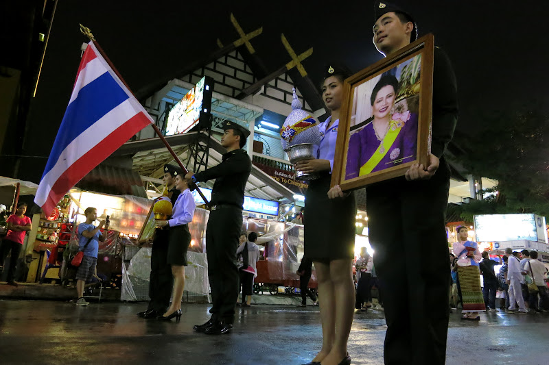 King and Queen of Thailand honored at parade