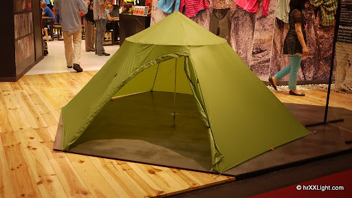 On top of the tent Mountain Hardwear uses a Trussring to get mor space. The design is very interesting and the space is superb. Perfect for longer trips ... & OutDoor Show 2011: Tents - hrXXLight | hrXXLight