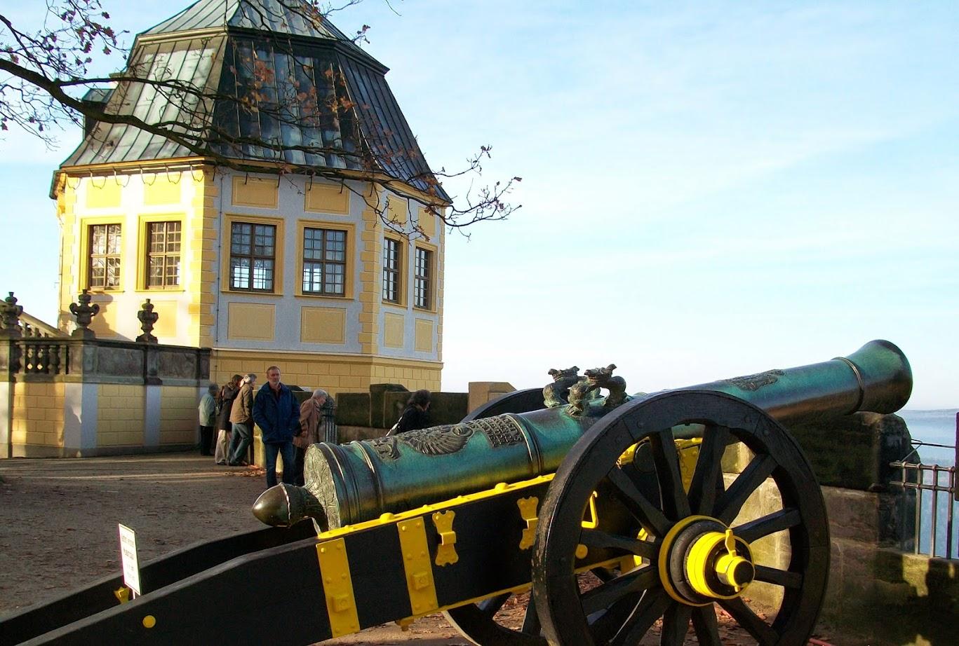 Kanone auf der Festung Königstein neben der Friedrichburg