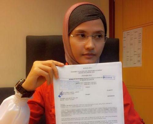 Farazila menunjukkan surat permohonan cerai yang difailkannya di Mahkamah Syariah Rendah Shah Alam pada 30 Ogos lalu.